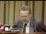 Günther Schabowski verkündet das VISA zur ständigen Ausreise für DDR-Bürger unverzüglich zu verteilen sind