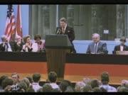 Ronald Reagan appeliert an Gorbatschow das Ende der Berliner Mauer einzuleiten